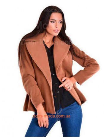Коротке жіноче пальто з поясом